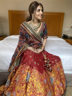 Indian Gowns Dresses, Indian Fashion Dresses, Indian Designer Outfits, Pakistani Dresses, Indian Bridal Outfits, Indian Bridal Fashion, Choli Designs, Saree Blouse Designs, Wedding Lehenga Designs