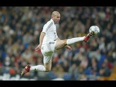 This is French soccer legend Zinedine Zidane. He is arguably one of the most famous people in France. He is considered an icon because in he single handedly won France the world cup. Club Football, Madrid Football, Legends Football, Best Football Players, Good Soccer Players, Football Is Life, World Football, College Football, Zinedine Zidane