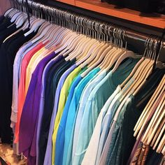 Color coding t-shirts? Yes please! #colorcoding #organization #decluttering #closets