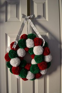 Princess Crafts: Christmas Make: Pom Pom Wreath - Tutorial Would look good with jingle bells Wreath Crafts, Christmas Projects, Holiday Crafts, Christmas Wreaths, Diy Crafts, Christmas Ornaments, Christmas Ideas, Simple Christmas Crafts, Christmas Pom Pom Crafts
