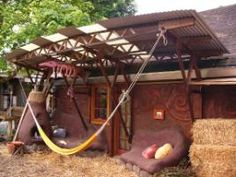 This low-impact site is a living laboratory for natural building and permaculture, including cob-construction chicken and cat palaces. Natural building techniques perfected here include cob, earthen plaster, reclaimed materials and labor-intensive construction.