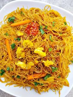 I just love Singapore noodles because they are simple to make super inexpensive and tasty. Rice Noodle Recipes, Asian Noodle Recipes, Asian Recipes, Ethnic Recipes, Chinese Recipes, Chinese Food, Singapore Noodles Chicken, Spicy Singapore Noodles Recipe, Recipes