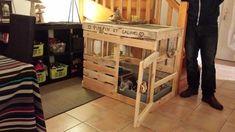Clapier lapins réalisé en palettes. Fait sûr-mesure il peut être créé également en poulailler. dimensions personnalisées. Kitchen Hutch, Kitchen Cart, Bunny Cages, Rabbit Hutches, Entryway Tables, Pets, Storage, Wood, Furniture