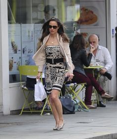 Pippa Middleton - Pippa Middleton Keeps Busy in Kensington