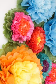 Create a colorful Fiesta photo backdrop with tissue paper flowers! Group different colors together to create a stunning backdrop for your Cinco de Mayo or Mexican-themed event. Paper Flower Garlands, Paper Flower Decor, Tissue Paper Flowers, Paper Flower Backdrop, Mexican Theme Baby Shower, Mexican Paper Flowers, Pom Pom Tree, Mexican Party Decorations, Fiesta Theme Party