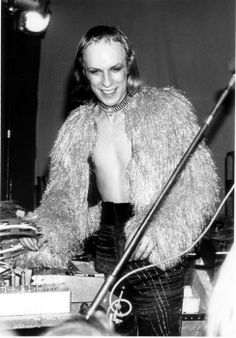 Roxy Eno Brian Eno Roxy Music, Psychedelic Bands, Old Music, Famous Photographers, Jim Morrison, Glam Rock, Jimi Hendrix, Electronic Music, Pop Group