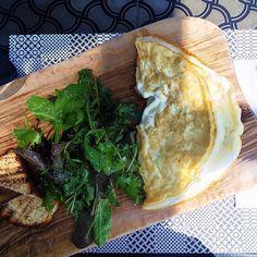 """1,031 """"Μου αρέσει!"""", 4 σχόλια - Patricia Peristeri (@patriciaperisteri) στο Instagram: """"Good morning! Healthy egg white omelet + mixed green salad for breakfast!💥💪💥 #healthyliving…"""""""