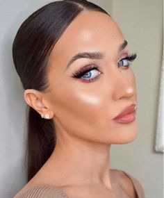 Pink eyeshadow with nude lip, soft bronzer, and strong highlight!