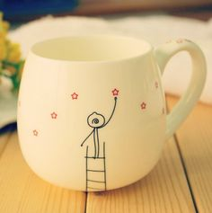 Cute cup discovered by shinMerve on We Heart It Sharpie Crafts, Sharpie Art, Sharpies, Painted Mugs, Hand Painted Ceramics, Watercolor Art Diy, Pottery Painting Designs, Sculptures Céramiques, Diy Mugs