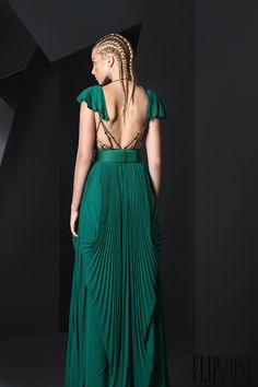 Funky Dresses, Pretty Dresses, Beautiful Dresses, Lil Black Dress, Green Dress, Modern Fashion, High Fashion, Style Haute Couture, Costume
