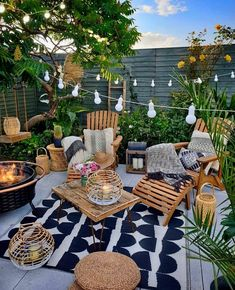Bohemian garden and outdoor living ideas - Modern Terrazas Chill Out, Hanging Light Bulbs, Outdoor Spaces, Outdoor Decor, Outdoor Lighting, Elements Of Design, Modern Design, Backyard Patio, Backyard Landscaping