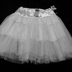 """Ivory Tulle petticoat size small NWT Ivory tulle skirt, never worn! Perfect to add fullness to your favorite skirts and dresses. Fully lined so it can be worn on its own for a sexier look. Draw string waist makes it guaranteed to fit! 3 layers of tulle. 23"""" long Tammy Collection  Skirts A-Line or Full"""