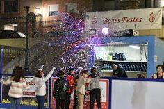Los comerciantes de Cullera instalan una pista de patinaje para promover las compras de Navidad