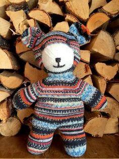 Der Neue Knitting Teddy by Arne & Carlos - free knitting pattern, Crochet Teddy Bear Pattern, Knitted Teddy Bear, Teddy Bear Toys, Crochet Bear, Crochet Patterns Amigurumi, Crochet Toys, Free Knitting, Baby Knitting, Knitting Needles
