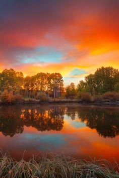 "packlight-travelfar: "" (via 500px / Autumn Sunrise On The Deschutes by Sean Bagshaw) """