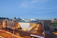 Love the contrast with it's neighbor!  Stedelijk Museum Amsterdam / Benthem Crouwel Architects