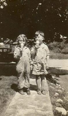 History of Gelato Vintage Children Photos, Vintage Pictures, Old Pictures, Vintage Images, Old Photos, Vintage Kids, Antique Photos, Vintage Photographs, Gelato