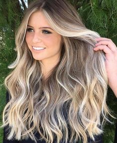 The best balayage hairstyles for women with blonde and dark hair. - The best balayage hairstyles for women with blonde and dark hair. How to find your hairstyle. Blonde Hair With Highlights, Brown Blonde Hair, Hair Color Balayage, Ombre Hair, Dark Hair, Balayage Highlights, Fall Balayage, Color Highlights, Dark Roots Blonde Hair Balayage