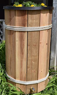 Outdoor Home Maintenance: Rain Barrel Disguise DIY Project Article surplus-warehouse… Source by bartonshomeimprovement Outdoor Projects, Garden Projects, Backyard Projects, Landscaping Blocks, Backyard Landscaping, Decorative Rain Barrels, Water Barrel, Barrel Planter, Tile Saw