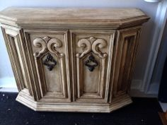 Shabby Chic in Chalk paint, this little beauty is the perfect entry way table!  https://www.facebook.com/photo.php?fbid=642030942528787&set=pb.211481645583721.-2207520000.1403372314.&type=3&theater  www.facebook.com/hautevin