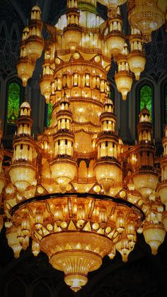 Amazing luxury chandeliers inside the Muscat Grand Mosque. Luxury Chandelier, Chandeliers, Sultanate Of Oman, Muscat, Grand Mosque, Mansions, House Styles, Amazing, Home Decor