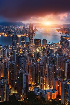 Skylines of the world - Skyscrapers of Hong Kong Night time City Aesthetic, Travel Aesthetic, City Photography, Landscape Photography, Cityscape Photography, City Lights Wallpaper, Photographie New York, Foto Glamour, Places To Travel