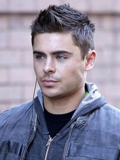Efron Listens Up as He Continues His NYC Holiday Zac Efron. Puberty worked in his favor. So glad that nasty hair is gone. Puberty worked in his favor. So glad that nasty hair is gone. Boy Cuts, Men's Cuts, Haircuts For Men, Modern Haircuts, Short Haircuts, Sexy Men, Hot Guys, How To Look Better, Short Hair Styles