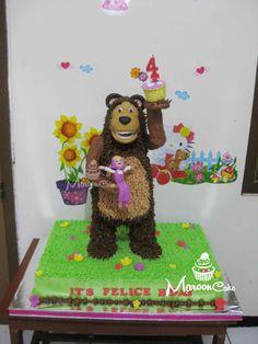 My first standing 3D cake, tema Masha and the bear untuk ultah Felice hari selasa kemaren di sekolah.... Betul-betul cake yang penuh perjuangan hihihiihi....tapi puas banget sama hasilnya.