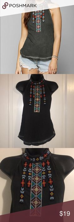 Ecote halter top trendy tribal size medium gray Super cute. Only worn a few times and in great condition. Ecote Tops Tank Tops