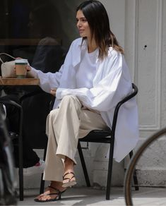 Casual Summer Dresses, Summer Outfits, Estilo Coco Chanel, Work Fashion, Fashion Outfits, Street Style 2016, Celebrity Look, Celeb Style, Dress Codes