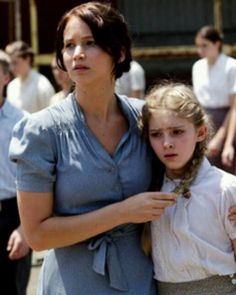 Katniss and Primrose EVERDEEN at the annual Hunger Games reaping for District Hunger Games Movies, Hunger Games Trilogy, Suzanne Collins, Katniss And Peeta, Katniss Everdeen, Lying Game, The Hunger, Hunger Games Catching Fire, Mockingjay