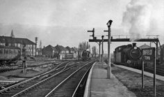 ENFIELD TOWN RAILWAY STATION PLATFORM END SCENE TOWARDS LONDON 1957 PHOTO