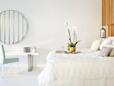 White bedroom by Interdesign Interiores. Find 7 more white spaces in this article.