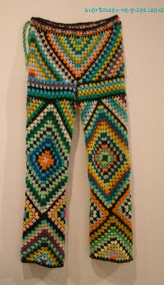 Granny square pants: can& decide if awesome or terrible Crochet Pants, Crochet Skirts, Crochet Coat, Crochet Granny, Crochet Clothes, Diy Clothes, Crochet Designs, Crochet Patterns, Square Pants