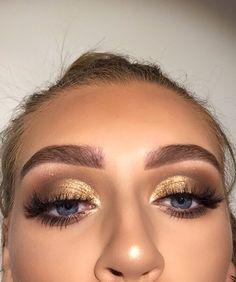 Gold makeup looks, cute makeup, glam makeup, gold eyeshadow looks, makeup a Gold Eyeshadow Looks, Gold Makeup Looks, Gold Eyeliner, Gold Eye Makeup, Skin Makeup, Eyeshadow Makeup, Gorgeous Makeup, Makeup For Black Dress, Bronze Eyeshadow
