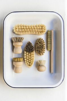Compostable wooden dish brushes | Zero waste cleaning. #wastefreeliving