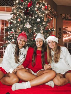 Are you looking for inspiration for christmas aesthetic?Check out the post right here for perfect Xmas inspiration.May the season bring you peace. Merry Little Christmas, Cozy Christmas, Christmas Time, Xmas Holidays, Christmas Recipes, Christmas Wreaths, Best Friend Pictures, Bff Pictures, Friend Pics