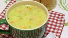 Havuçlu Kabak Çorbası TarifiKabakları ve havucu soyup rendeleyin.Orta boy bir tencereye tereyağ ve sıvıyağ ilave edip içerisine sebzeleri ekleyip suyunu salıp çekene kadar kavurun.Ardından unu ilave edip kısık kavurun.Suyunu ekleyip sebzeler pişene kadar orta hararetli ateşte pişirin.Yumuşayan sebzeleri sütünü ilave edip kısık ateşte hızlıca karıştırın.Son olarak tuzunu ve incecik kıyılmış dereotunu serpin.1-2 dakika kadar kaynatın