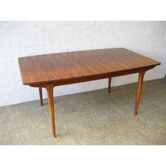 Vintage eettafel, uitschuifbaar maximaal 223 cm lang. Make table min. 180 cm up to 260 cm?