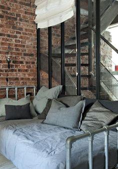 Cozy Minimalist Home Shelves glam minimalist decor black white.Minimalist Decor Scandinavian Home minimalist bedroom teen wall art. Cama Industrial, Loft Estilo Industrial, Industrial Bedroom, Industrial Style, Industrial Design, Minimalist Bedroom, Minimalist Decor, Minimalist Kitchen, Minimalist Interior