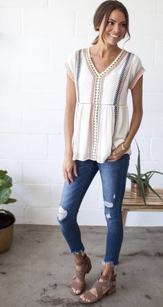 May 2017 Spring and Summer Trends for Stitch fix the personal styling service. Always be on trend with this amazing subscription box. Use this pin for tips and trends for Spring Click pic to get started! Mode Outfits, Casual Outfits, Fashion Outfits, Casual Wear, Fashion Trends, Casual Summer Outfits With Jeans, Casual Teacher Outfit, Colored Jeans Outfits, Casual Dresses