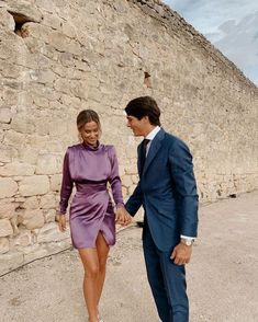 María and Marta Pombo inspire the look of the friends of the . Ny Dress, Dream Dress, Elegant Dresses Classy, Classy Dress, Cooler Look, Fashion Couple, Couple Outfits, Event Dresses, Mode Outfits
