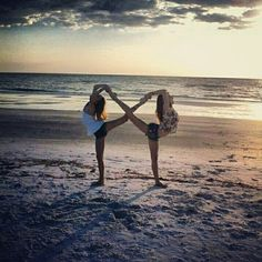 Best friends forever and always. this cool BFF photo idea. Infinity Pictures, Bff Pictures, Beach Pictures, Beach Pics, Bff Pics, Senior Pictures, Cheer Pics, Senior Pics, Maternity Pictures
