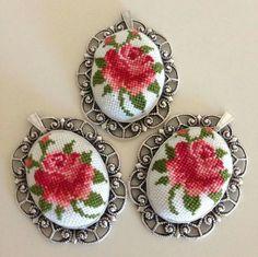 Beaded Cross Stitch, Cross Stitch Patterns, Cross Stitch Rose, Cross Stitch Designs, Cross Stitch Embroidery, Needle Lace, Ribbon Embroidery, Cross Stitching, Handmade Beaded Jewelry