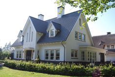 Wit gestucte pannen gedekte villa in Ugchelen(1) - 01architecten - Ontworpen door Dennis Kemper tijdens de periode dat hij bij EVE-architecten werkte.