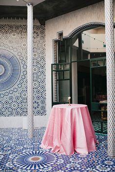 La Tavola Fine Linen Rental: Dupionique Iridescence Blossom | Photography: Megan Welker Photography, Event Planning & Design: Go Get It Events & Travel