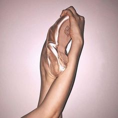 rosai hand ballet tanzen dance schuh Informations About rosai hand ballet tanzen dance schuh Pin You Dance Photos, Dance Pictures, Ballet Dancers, Ballet Shoes, Ballerinas, Dancers Feet, Ballet Pictures, Jean Giraud, Ballet Photography