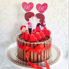 Torta Candy, Candy Cakes, Mini Bolo Kit Kat, Bolo Fack, Valentine Cake, Valentines, Edible Gifts, Beautiful Wedding Cakes, Love Chocolate