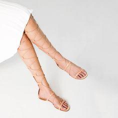 Pin for Later: Die 6 größten Sandalen-Trends in diesem Sommer Gladiatoren-Sandalen