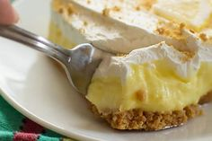 Lemon cheesecake pudding dessert is a no-bake dream! Graham crackers, lemon pudding, cream cheese and whipped topping combine in this layered lemon dessert! Cheesecake Pudding, Pudding Desserts, Lemon Cheesecake, Dessert Recipes, Cheesecake Recipes, Lemon Desserts, Lemon Recipes, Diet Recipes, Biscuits Graham